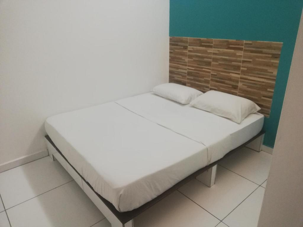 Standard Double Room - Bed OYO 90114 Home Rest Hotel