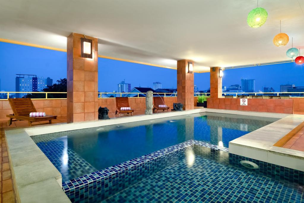 Swimming pool Best Western Plus Makassar Beach