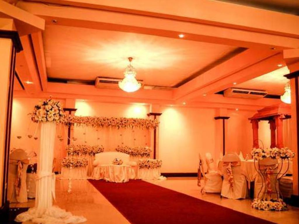 Ballroom Oak Ray Regency Hotel