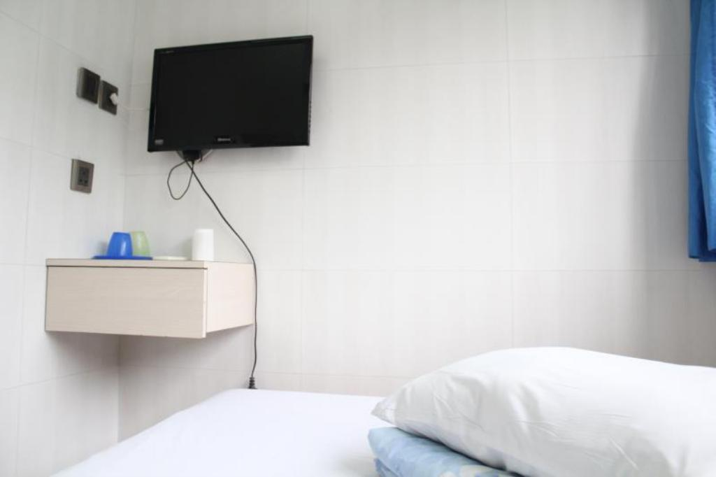 Triple with Shared Bathroom - Guestroom A-Inn Hong Kong