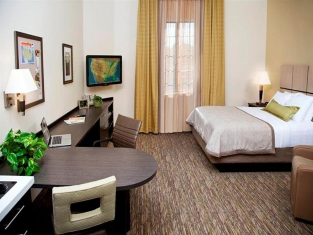 Studio Suite 1 Queen Non-smoking Candlewood Suites Sioux City - Southern Hills
