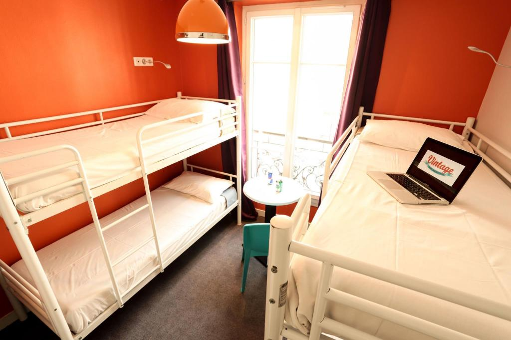 1 Person in 4-Bed Dormitory - Mixed - Bed Vintage Paris Gare du Nord by Hiphophostels