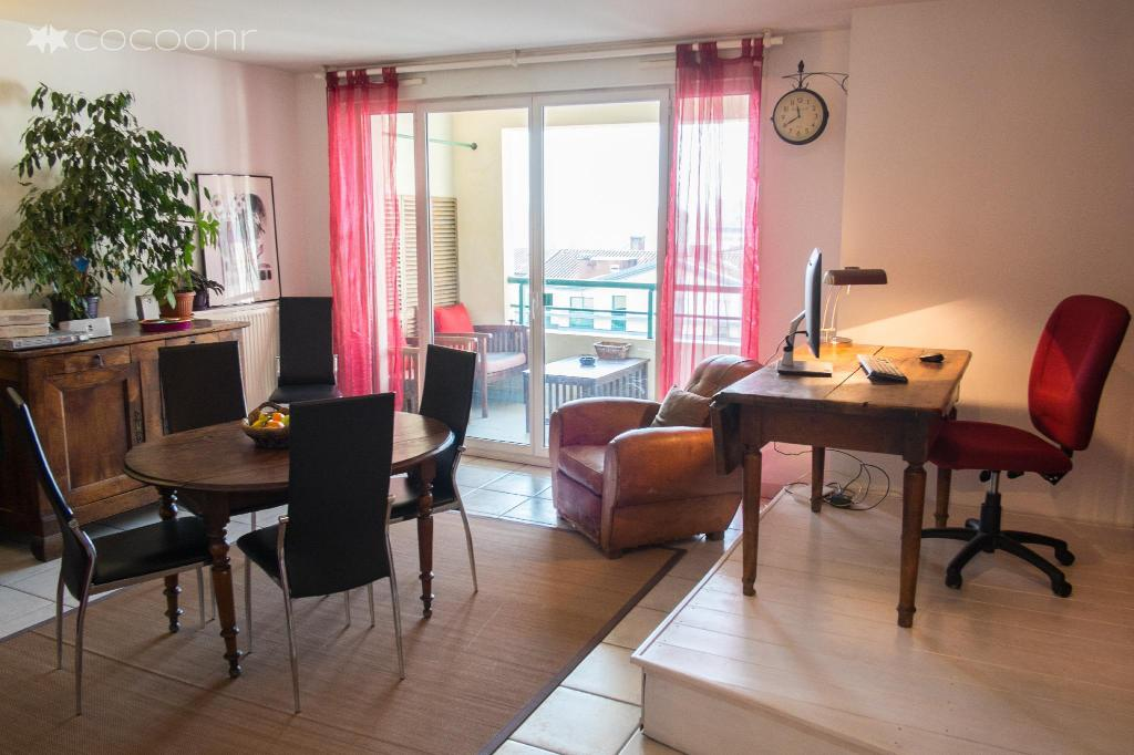 (74 m²), 2 Schlafzimmer und 1 eigene Badezimmer in Toulouse Stadtzentrum (BAZACLE - grand appartement tout confort 2 chambres et Parking proche centre)