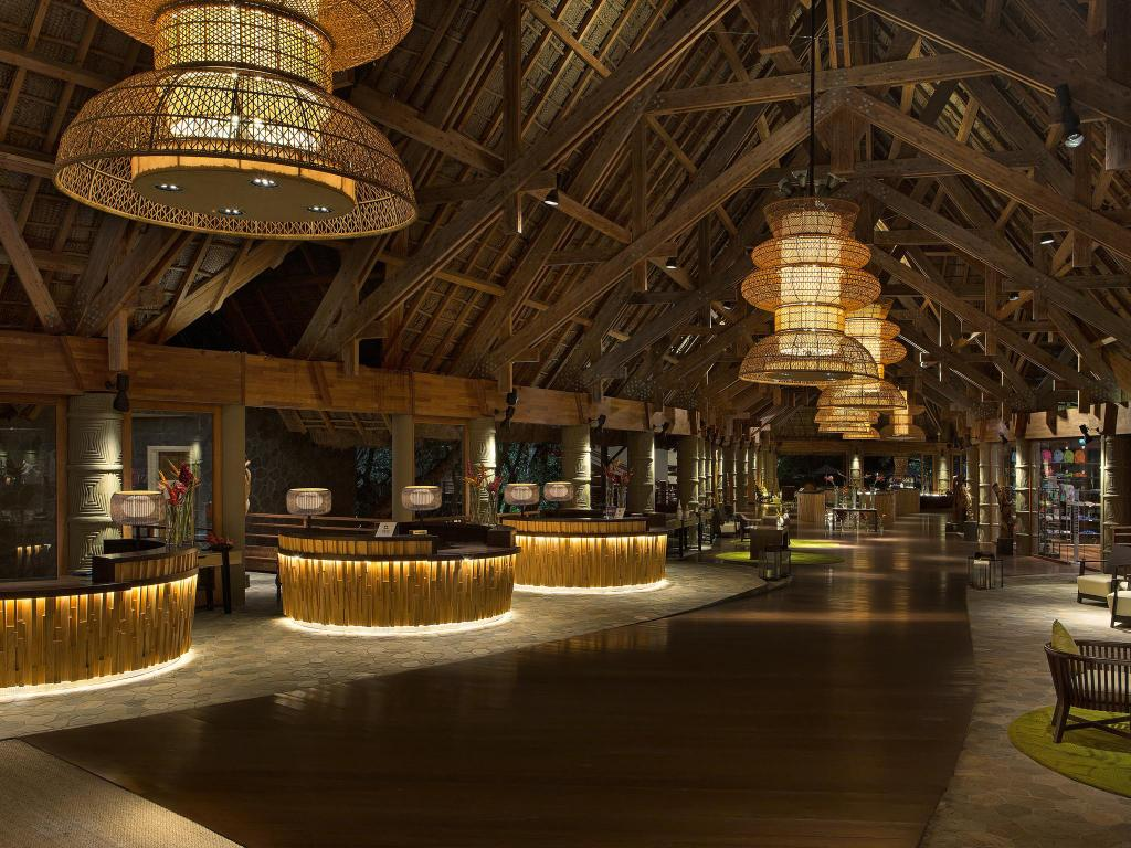 Lobby Sheraton New Caledonia Deva Spa & Golf Resort