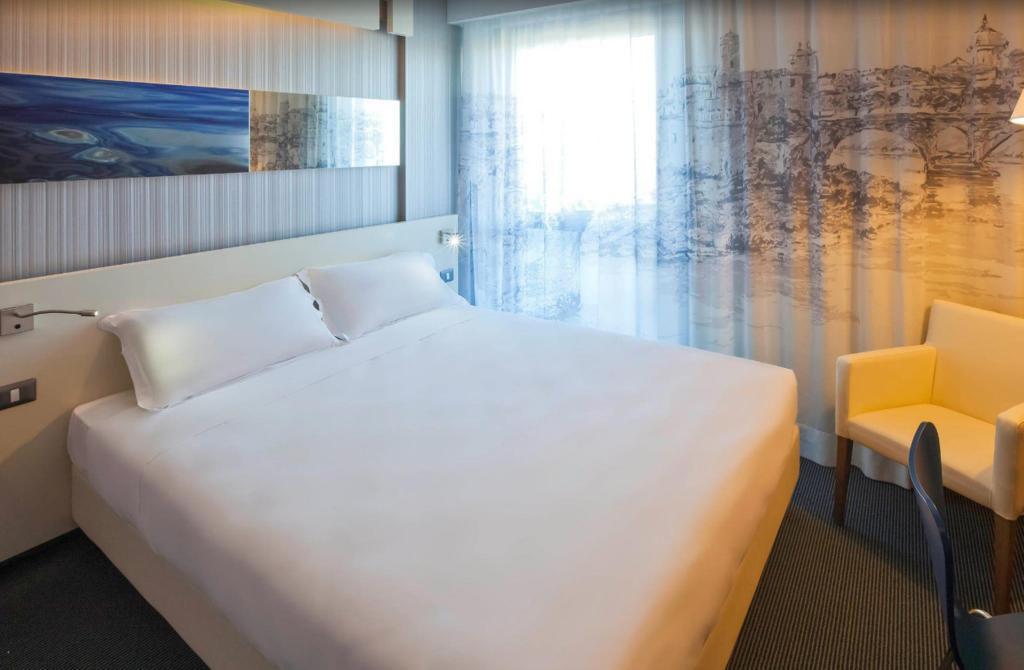Superior Double Bed - Guestroom Ibis Styles Roma EUR Hotel