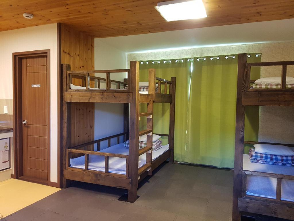 Basic Twin Room Kims Cabin Guesthouse