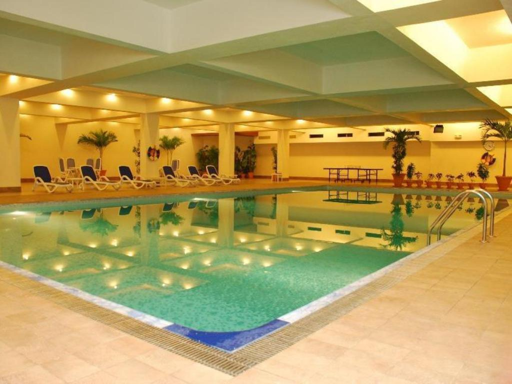 Swimming pool Pearl Continental Karachi