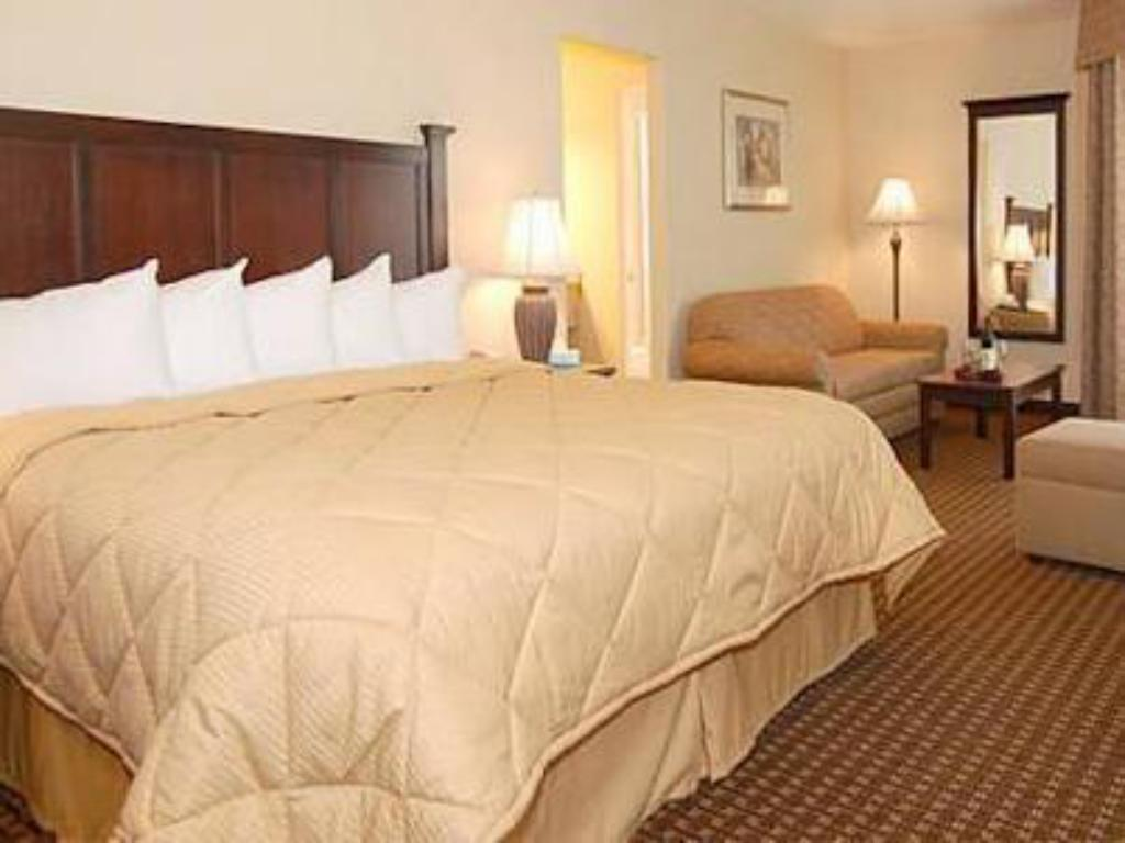 King Room - Non-Smoking - Bed Quality Inn Fallbrook I-15