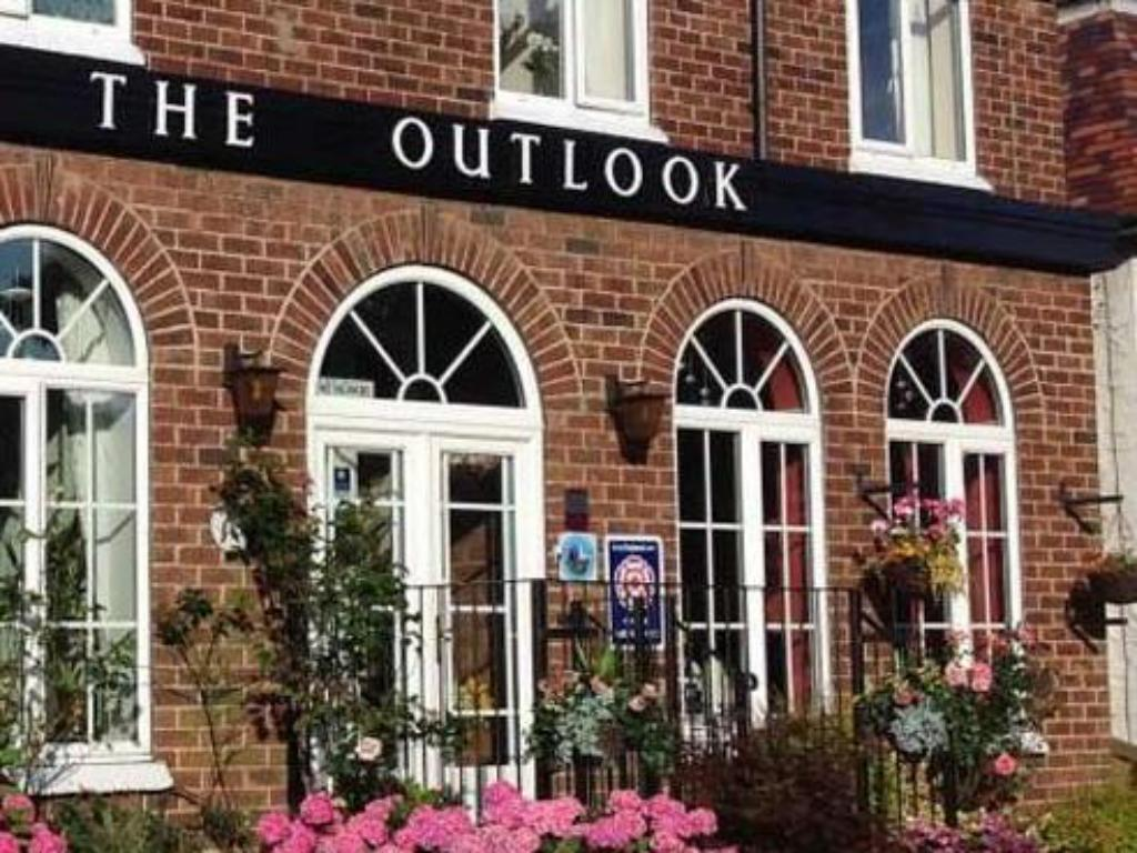 Best Price on Outlook Hotel in Scarborough + Reviews!