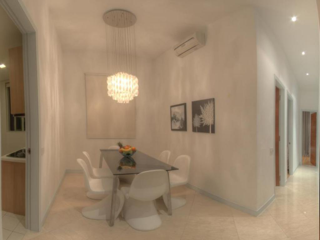 Interior view Golden Triangle Suites by Mondo