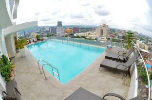 HIGHRISE ROOM WITH INFINITY POOL NEAR AYALA