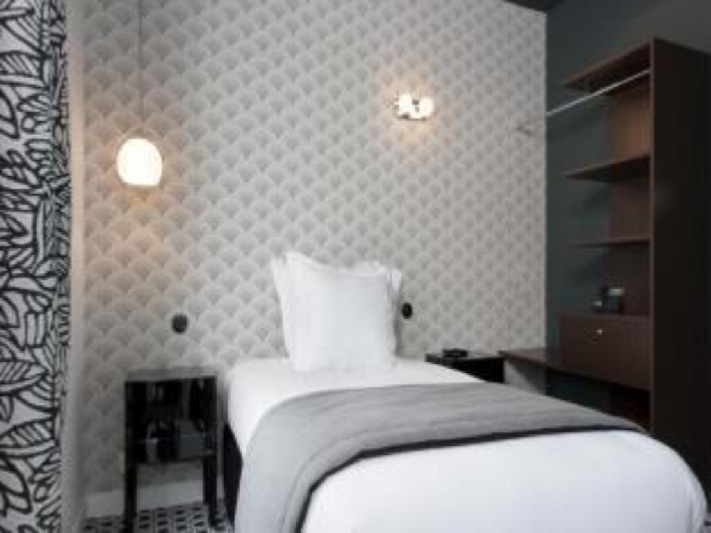 Single Room - Bed Hotel Emile