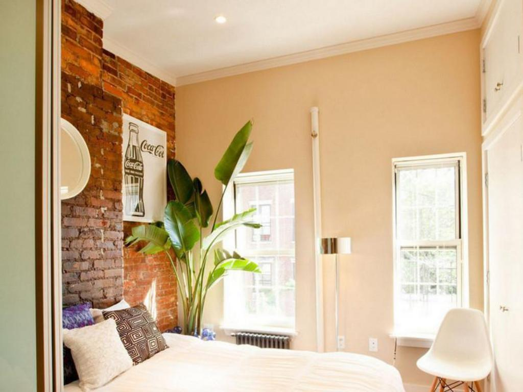 Best price on one bedroom self catering apartment east - 1 bedroom apartment in east new york ...