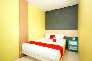 RedDoorz Plus near Tunjungan Plaza 2