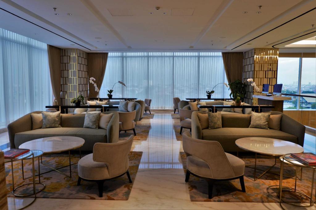 Oakwood Hotel & Residence Surabaya Serviced apartment ...