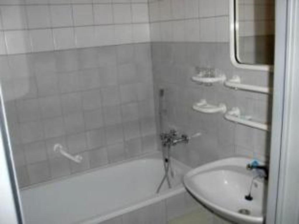 Bathroom Hotel Satel