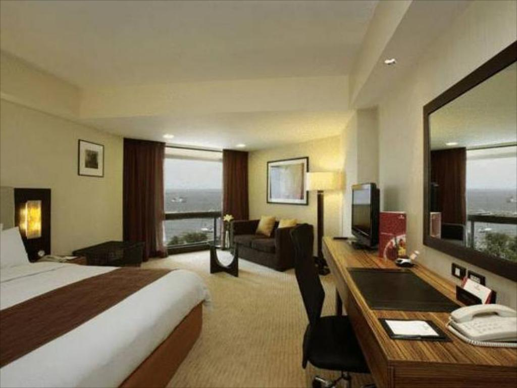 Deluxe Hot Deal - Min. 2 nights JEN Manila by Shangri-La