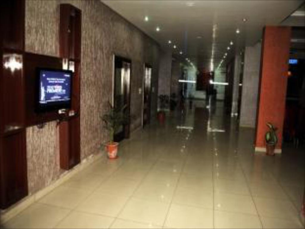 Lobby Saket Hotel and Restaurant