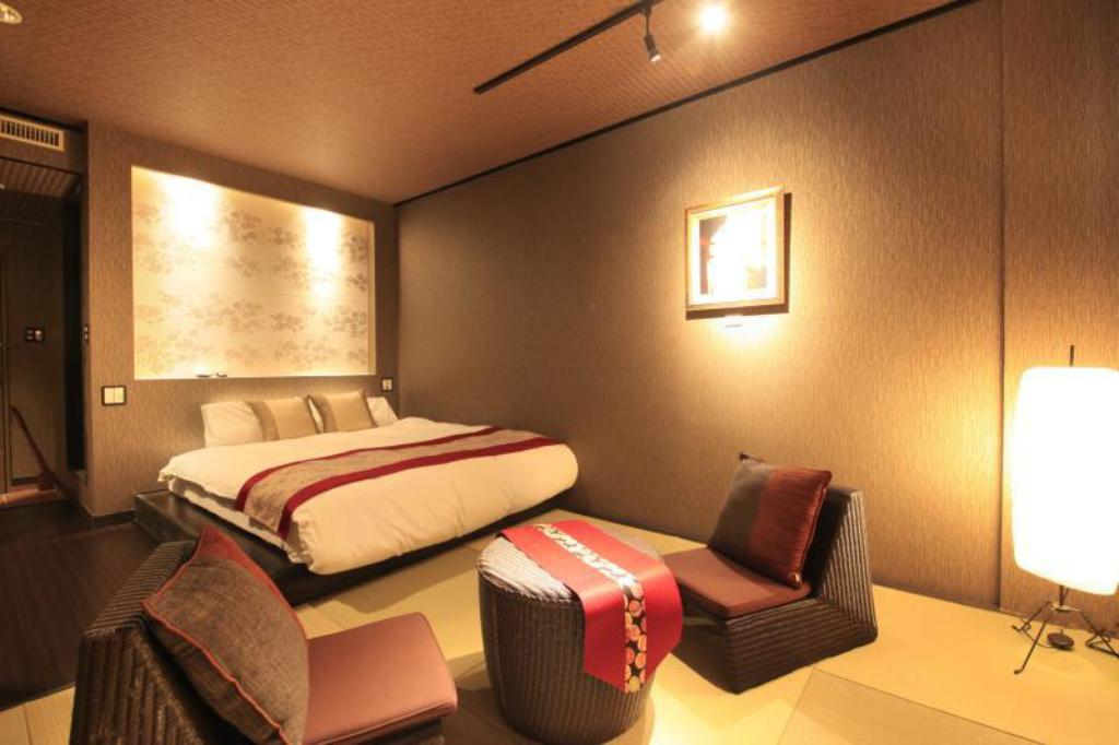 Queen Room with Tatami Area with Private Shower  Ryokan Gora Tensui