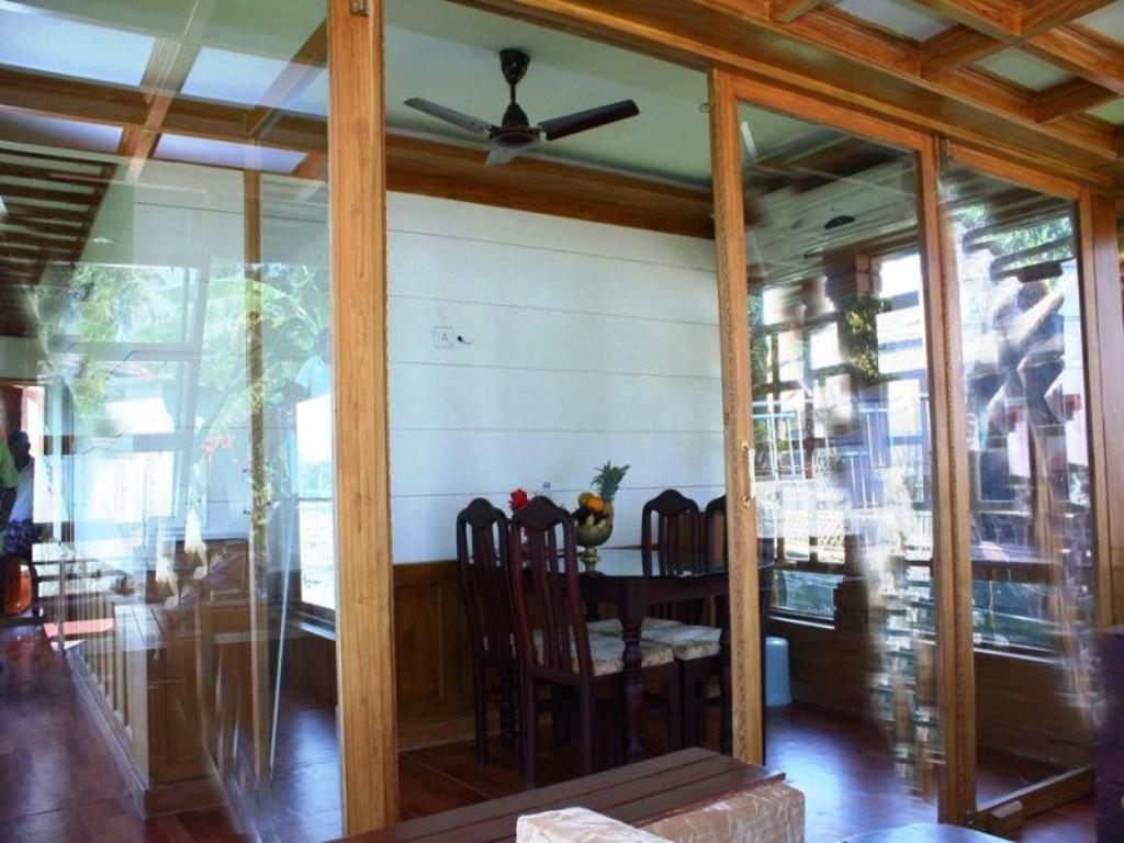 Interior view Indraprastham Houseboat