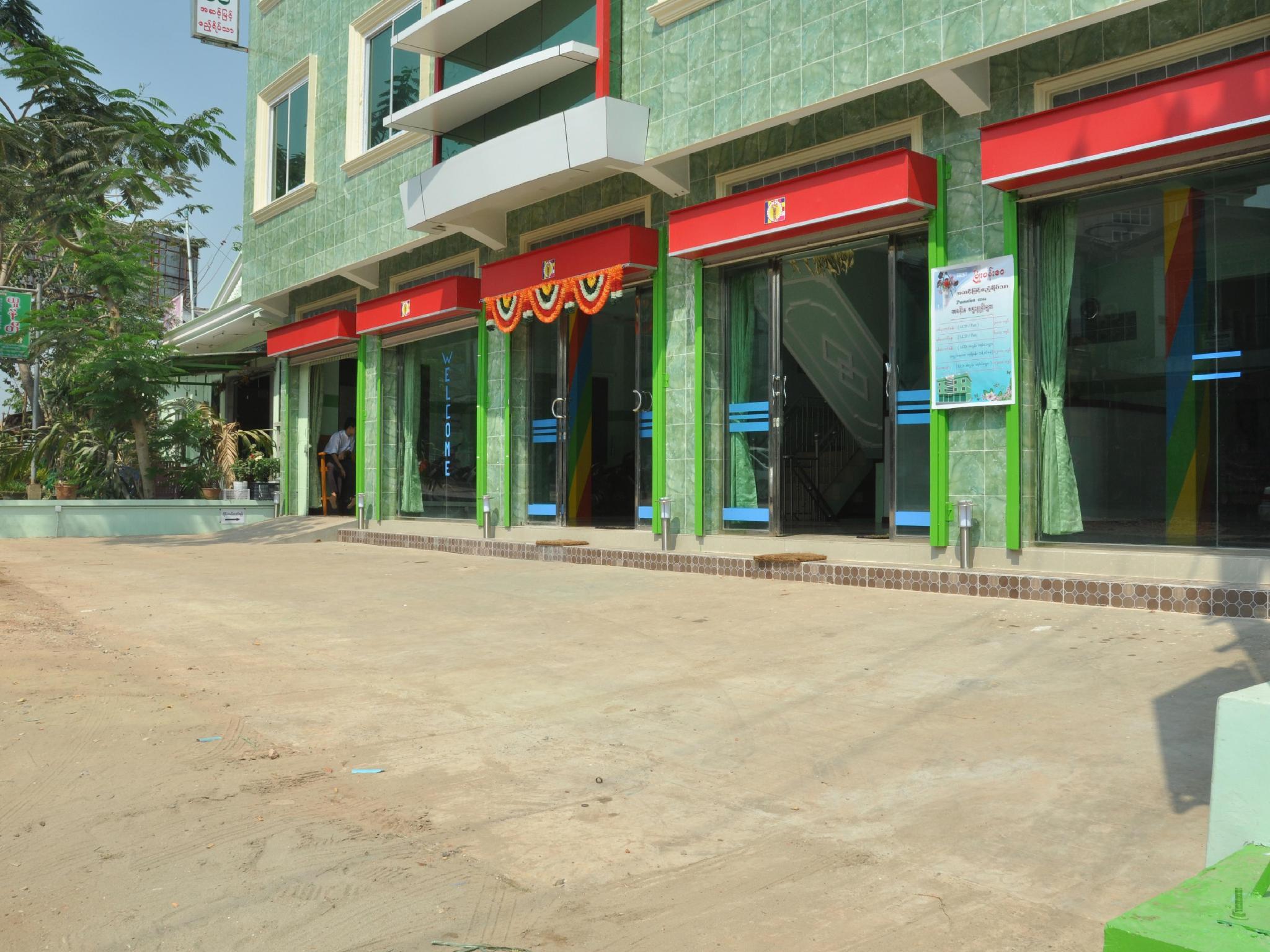 Surface Standard Salle De Bain pyone pann wai standard motel, mawlamyine, myanmar (birmanie