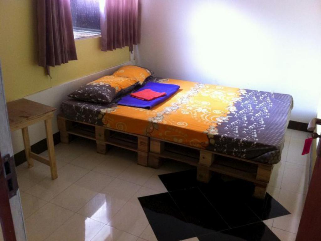Double Bed with Shared Bathroom Gado Gadu Guest House