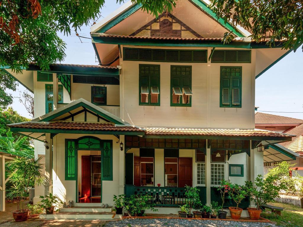 Entire 4bdr Traditional Thai Teak House Home Bangkok