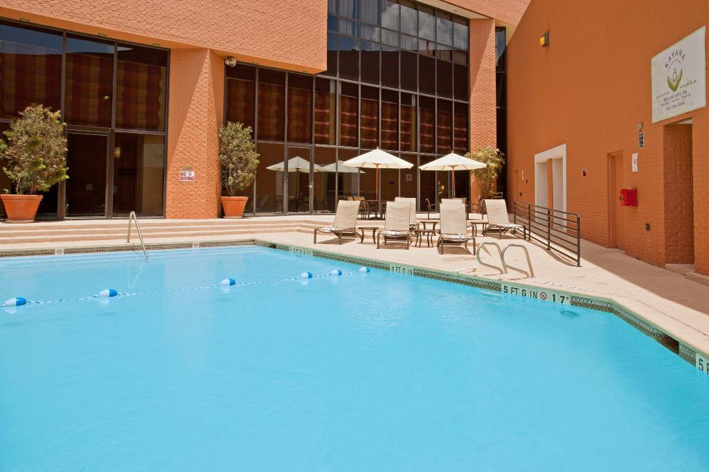 Swimming pool [outdoor] Crowne Plaza Hotel Houston River Oaks