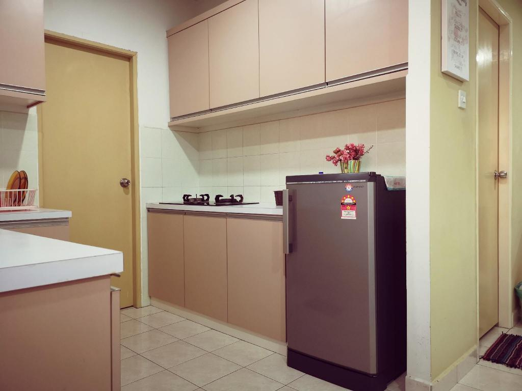 Book Lavender Guesthouse Country Height Apartment Kk In