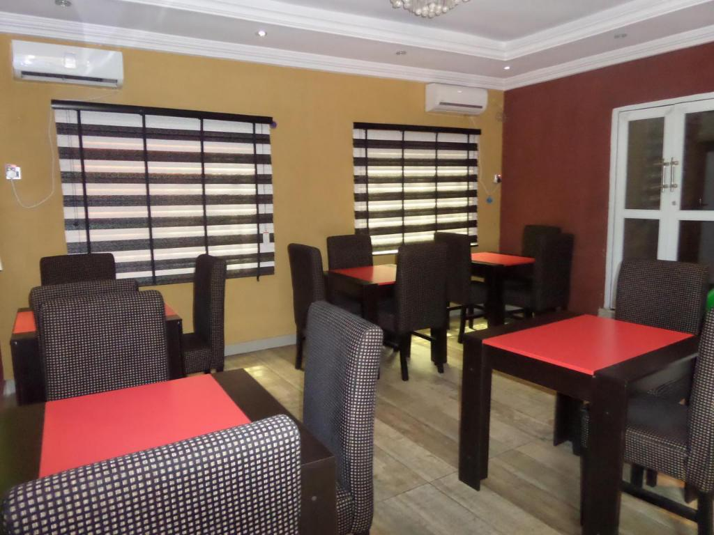 Restoran Njoy Hotels and Suites