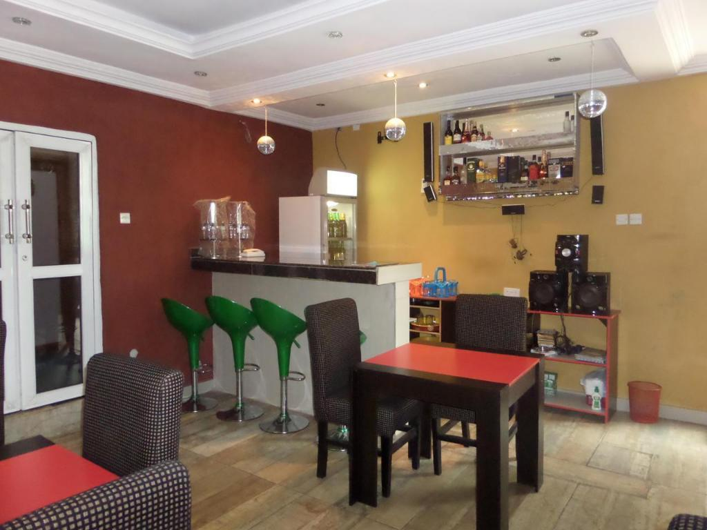 Pub/Lounge Njoy Hotels and Suites