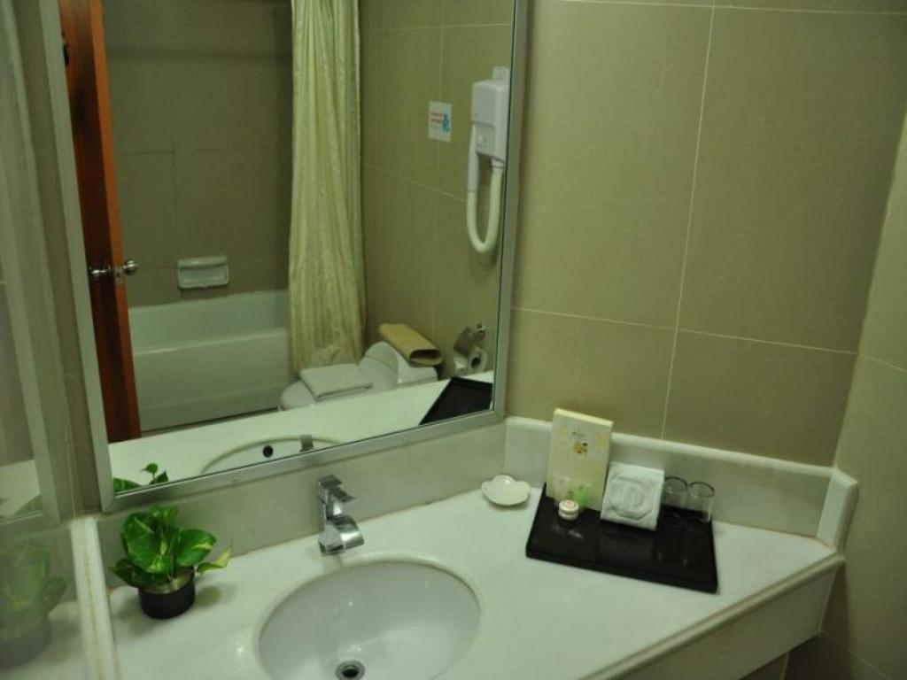 Bathroom Tang Dynasty Park Hotel