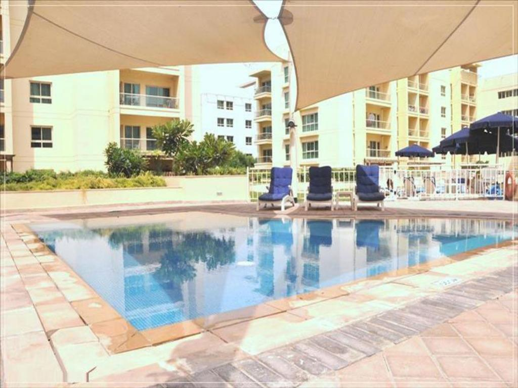 Best price on dubai apartments the greens al sammar in - Dubai airport swimming pool price ...