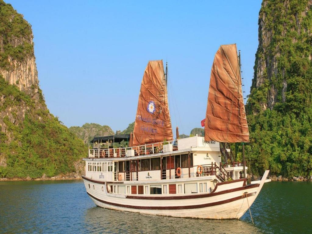 More about Garden Bay Luxury Cruise