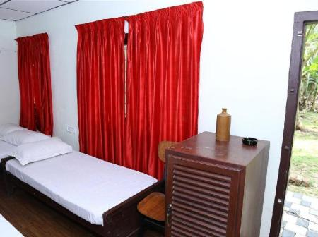 Green Double Room AquaLillies Water Front Heritage Homestay