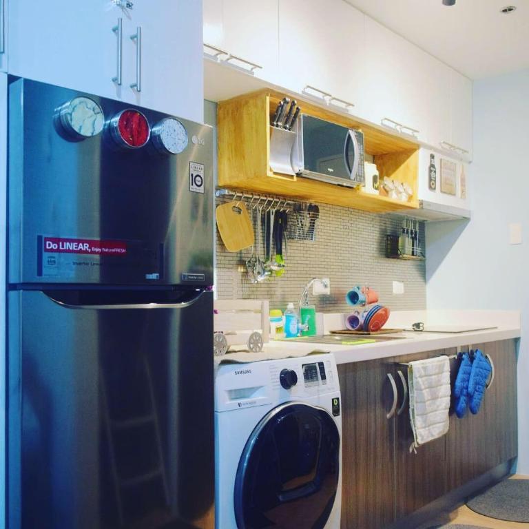Apartment Rental Reviews: Rustic Rental W/Netflix Vinia Residence Trinoma Qc