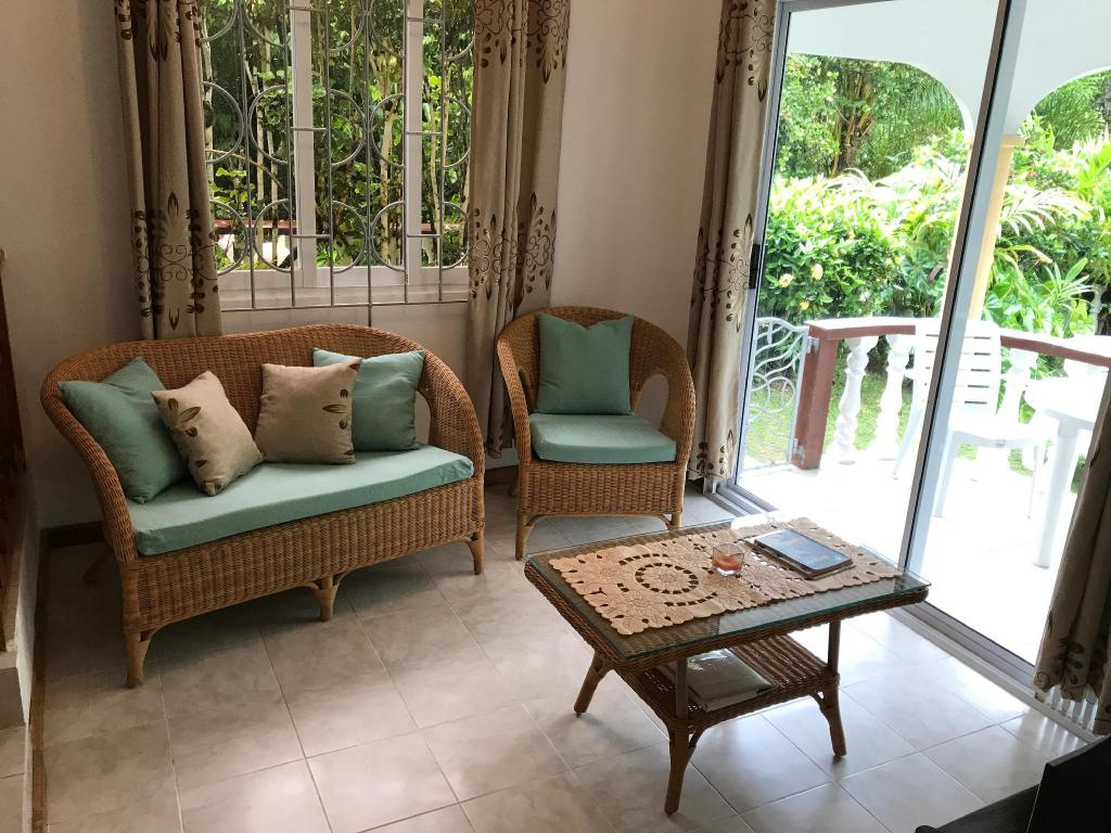 Bungalov - Executive Lounge Tropical Garden Self Catering Guest House