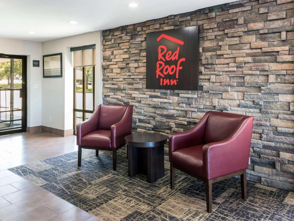 Lobby Red Roof Inn Dandridge