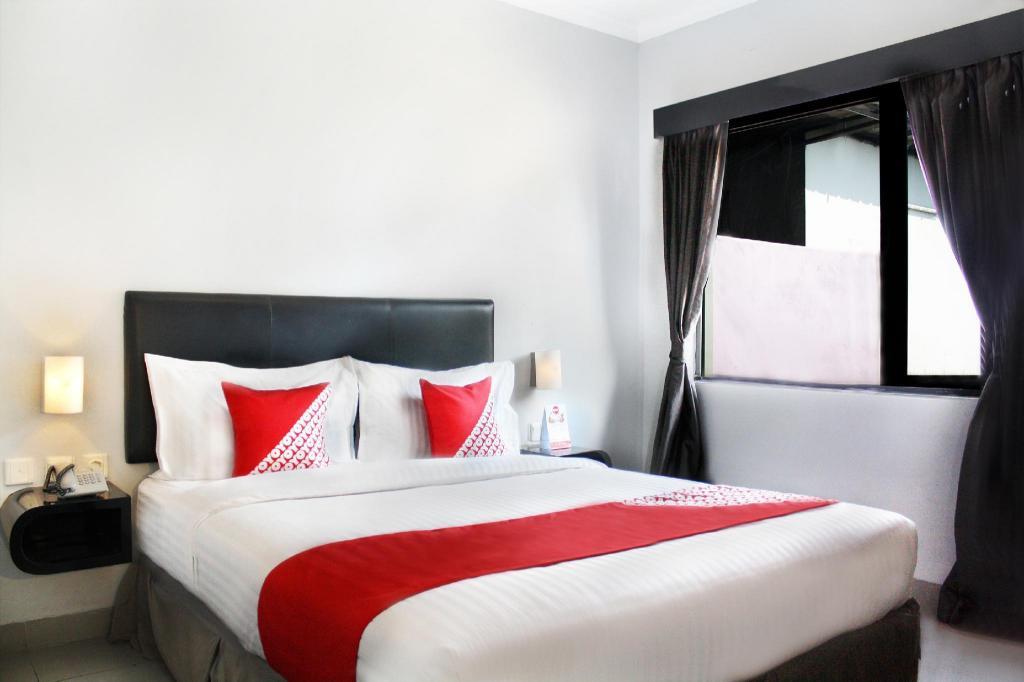 OYO 136 Manggis Inn, Mangga Dua, Jakarta - Room Deals ...
