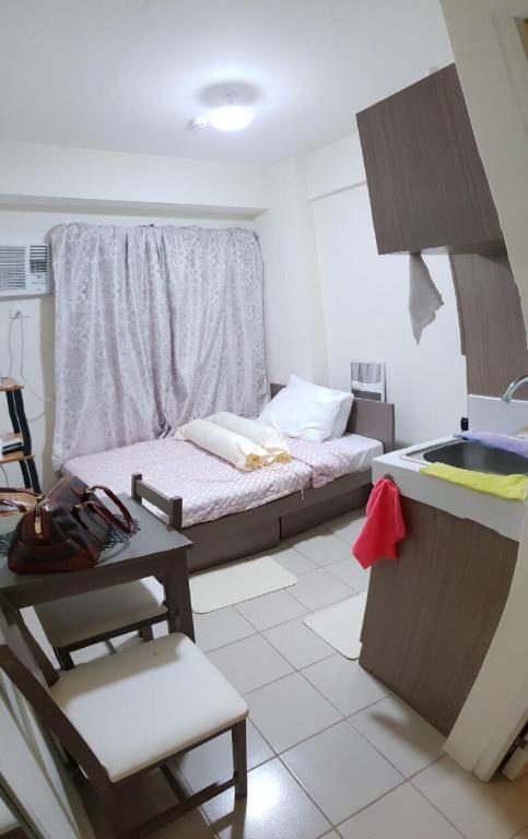 Comfy and minimalist studio, Mandaluyong, Manila - Room ...