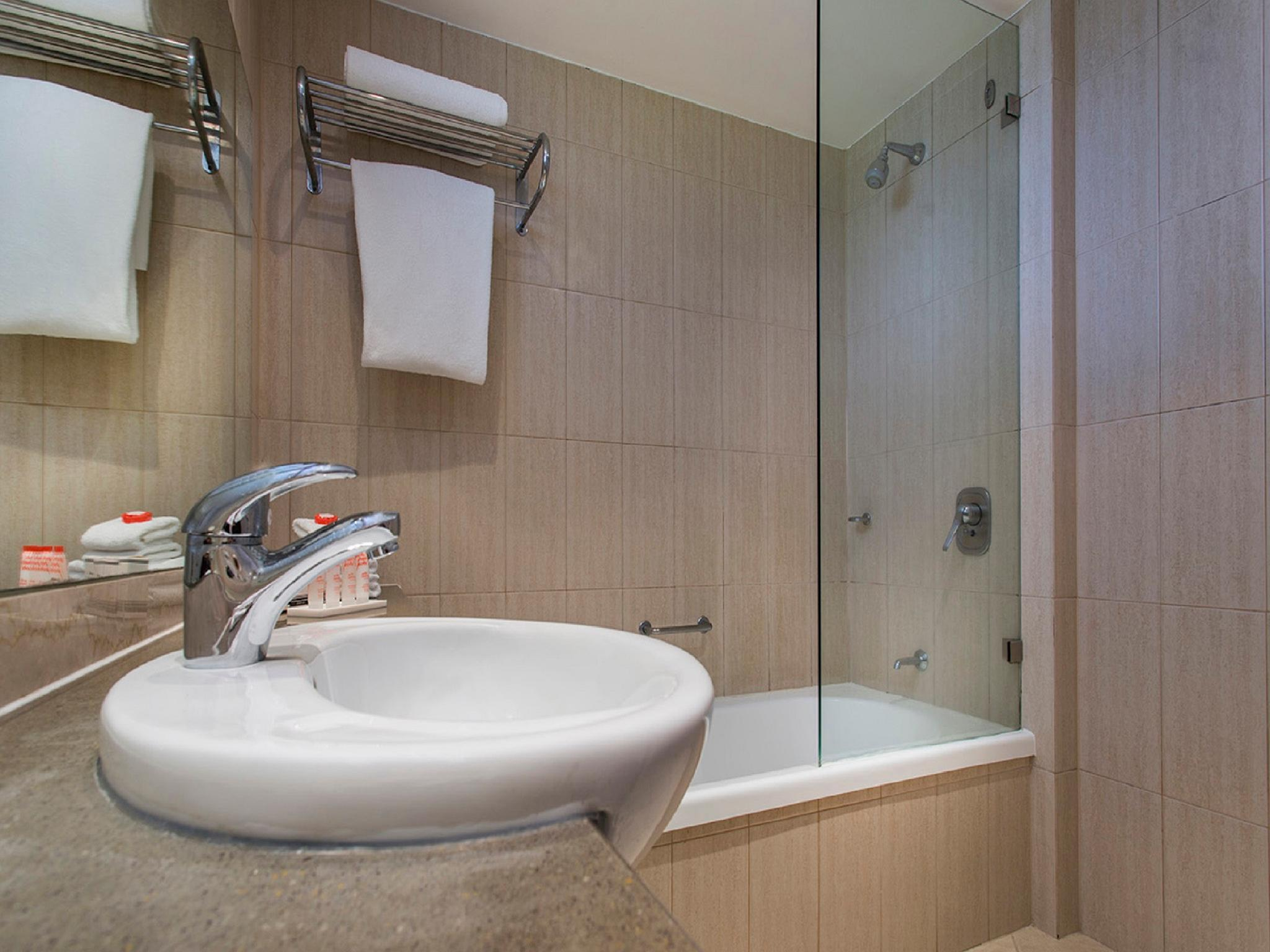Hotel Grand Chancellor Palm Cove in Cairns - Room Deals ...