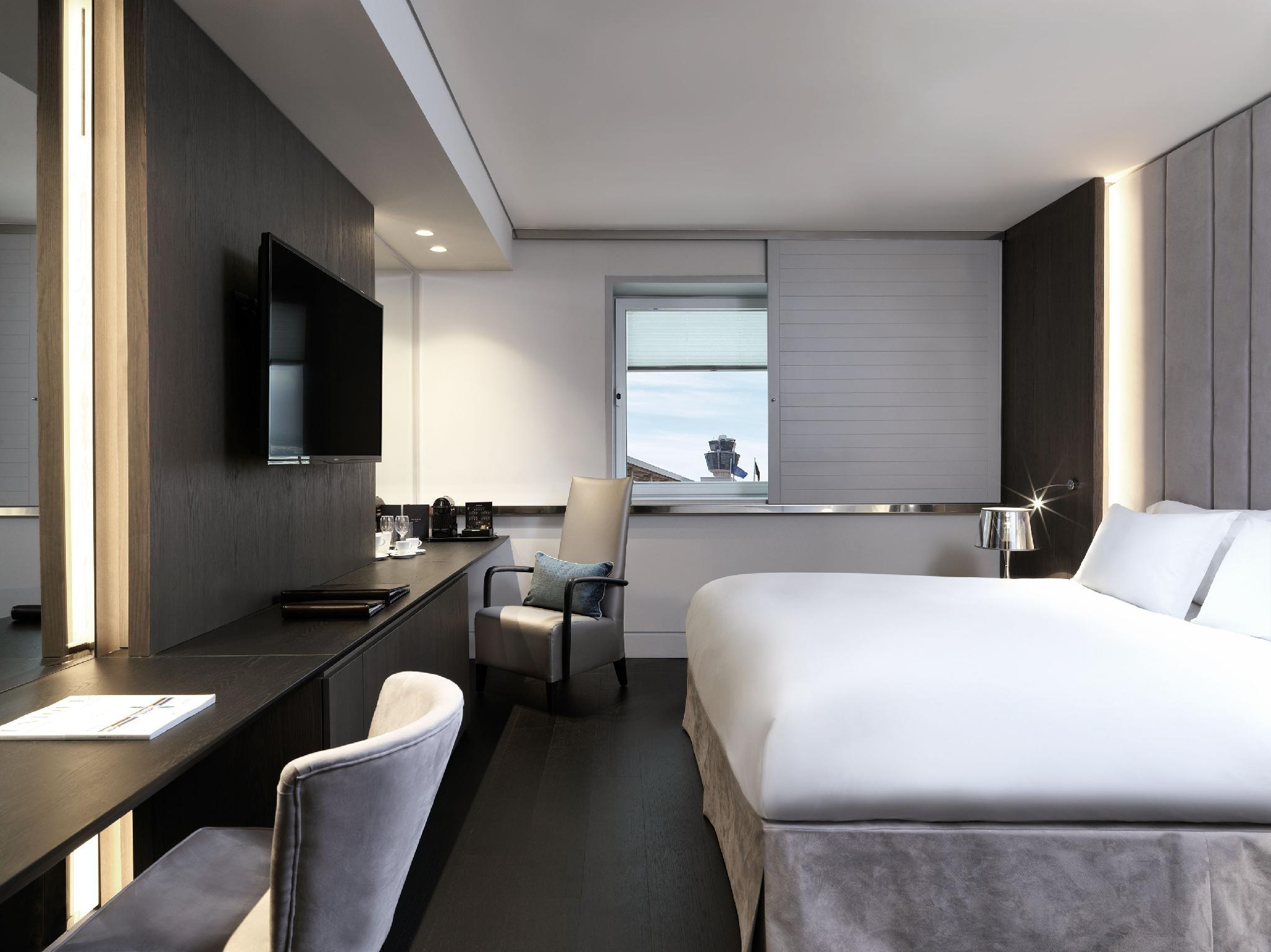 Club Luxury Room, Lounge Access, 1 Queen Bed
