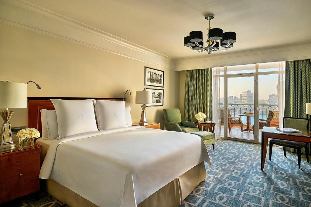 Nile View Room with King Bed - Bedroom Four Seasons Hotel Cairo at Nile Plaza