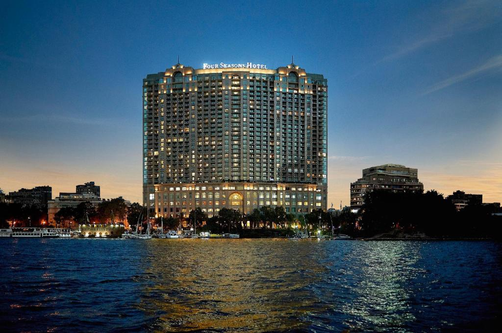 開羅四季酒店尼羅河廣場 (Four Seasons Hotel Cairo at Nile Plaza)