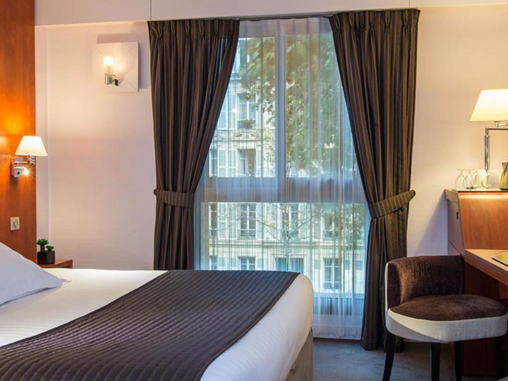 Classic Double Room - Guestroom Hotel Ampere