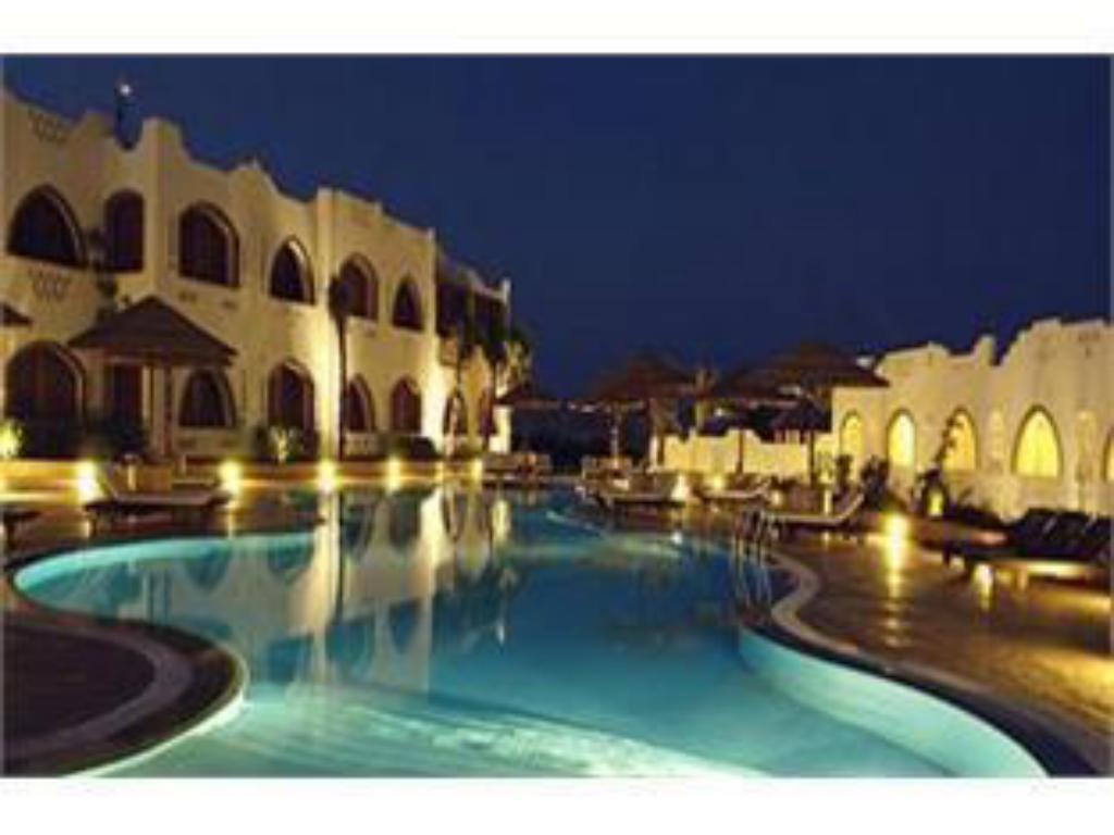 Swimming pool Domina Prestige Hotel & Resort