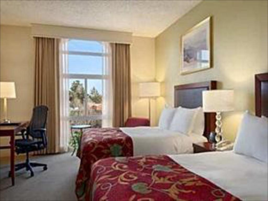 2 Double Beds Contemporary - Guestroom Hilton Oakland Airport Hotel