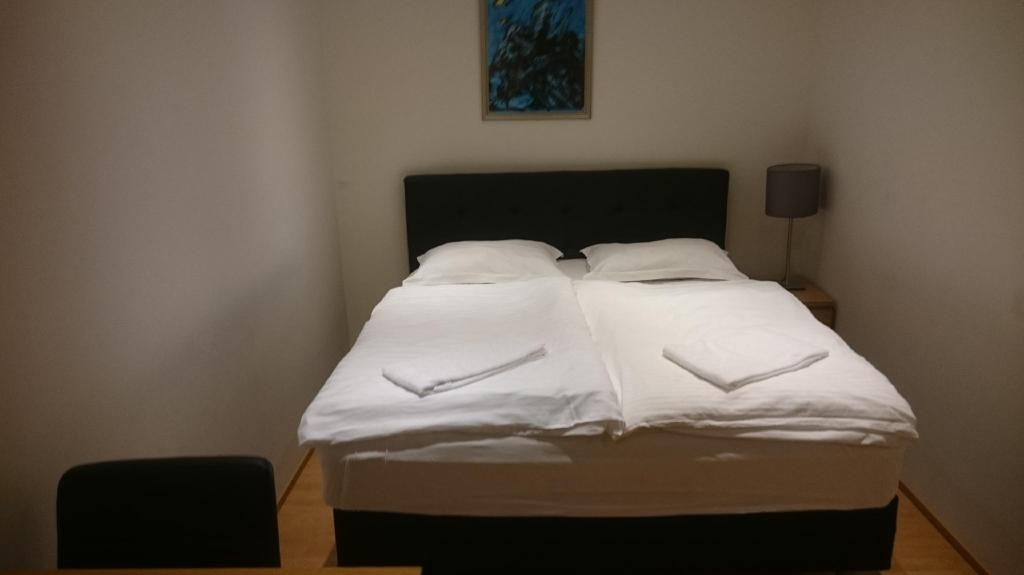 Budget Double Room - Bed 4th floor hotel