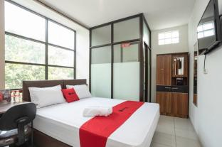 RedDoorz near Eka Hospital BSD City