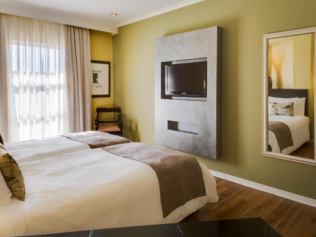 Guest room, 1 King or 2 Double or 2 Twin/Single Bed(s) - Guestroom Protea Hotel Bloemfontein